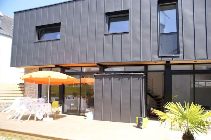 Maison archi centre village Wifi - Carantec - House