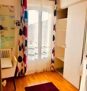 Chambre privé Vincennes face au bois, proche métro