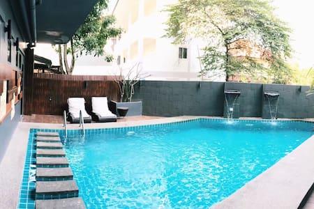带花园游泳池购物中心MAYA背后临近宁曼路清迈大学古城 - 清迈 - Apartemen