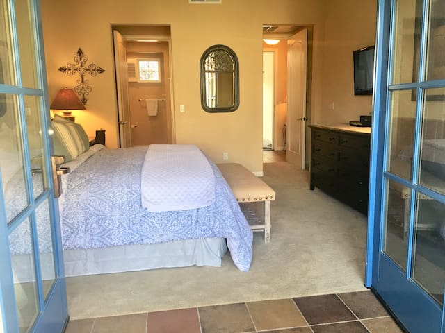 Romantic King suite with fireplace & private patio