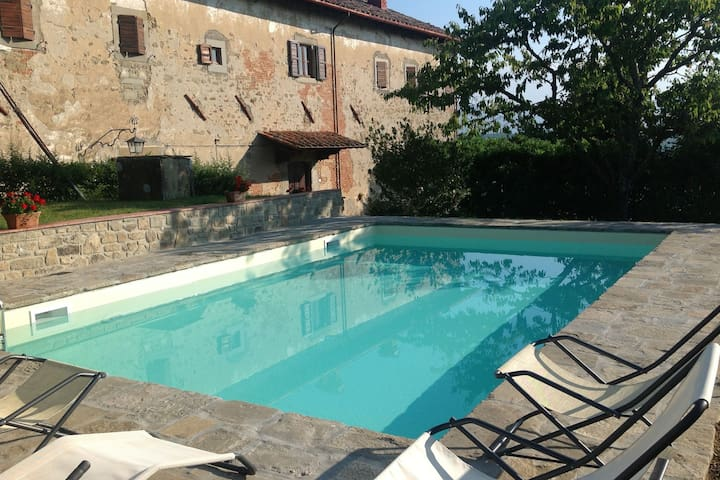 Beautiful country, lovely views over the Tuscan countryside, private pool