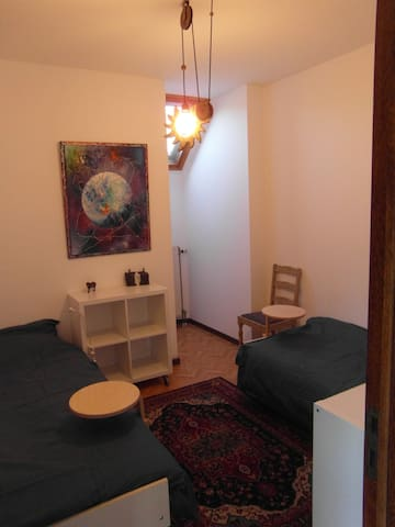 Slaapkamer 3: Ook hier kunnen de bedden gemakkelijk tegen emlkaar geplaatst worden zodat je een comfortabel 2 persoonsbed krijgt.