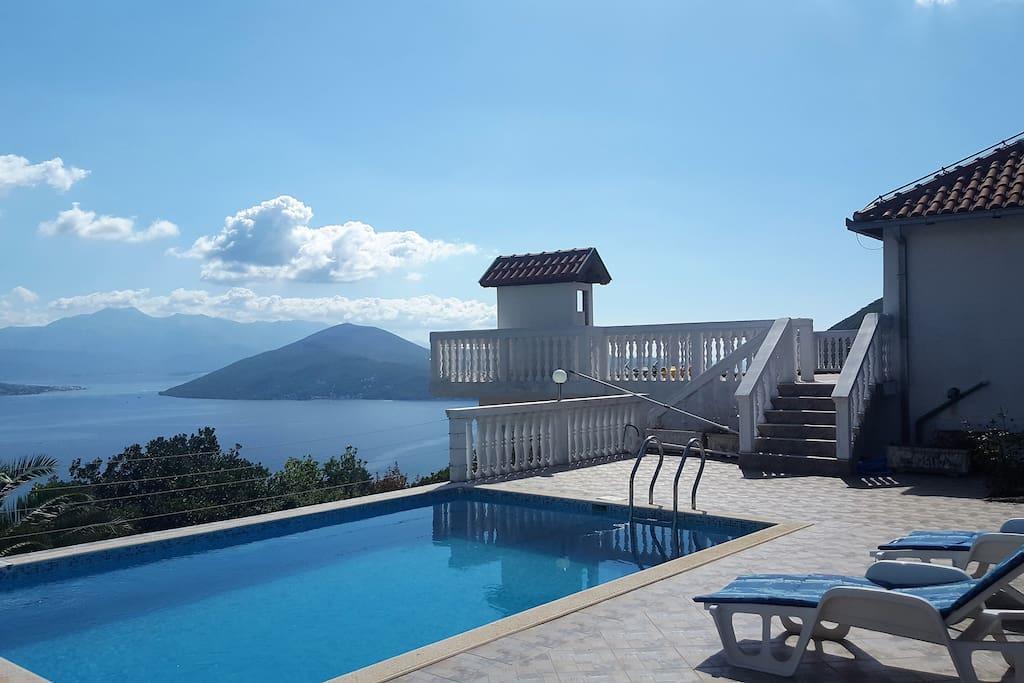 Villa tiana 3 bedrooms pool stunning views ville in for Piscina tiana