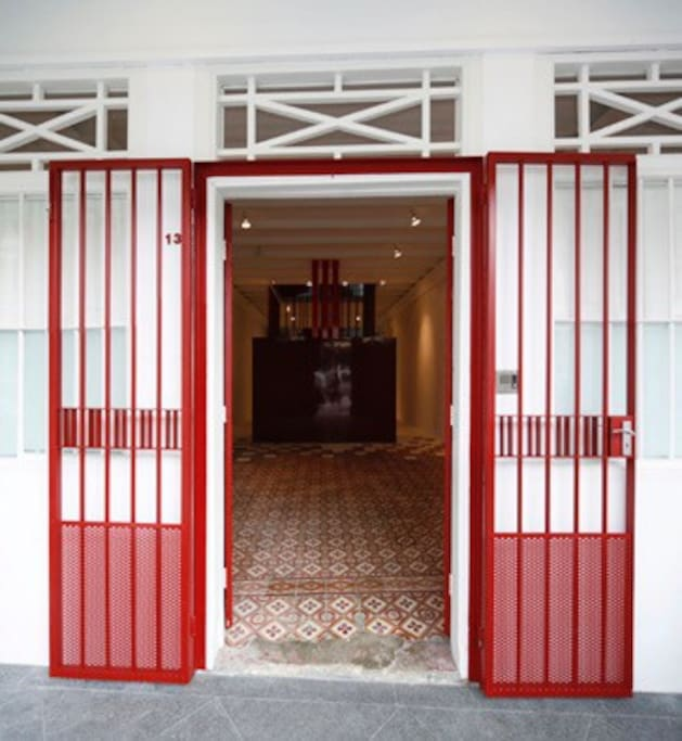 Original Peranakan tiles, lovingly preserved welcomes visitors into the hallway. The hall is perfect for group presentations.