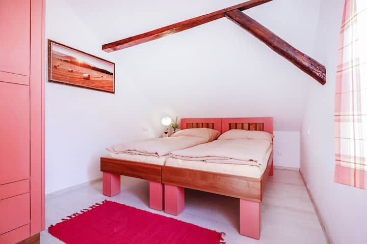 Pink cozy room in Zlata Koruna