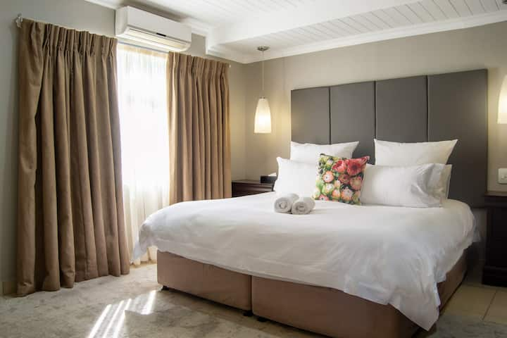 Executive Suite 303A @ Ruslamere Hotel & Residence