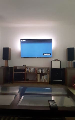 """Private room for rent, townhouse, wifi and 55"""" tv"""