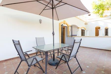 Casita Las Eras en villa de Níjar con piscina