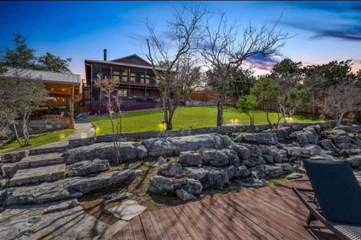 NEW! LakeFront Oasis on Lake Travis With a Dock
