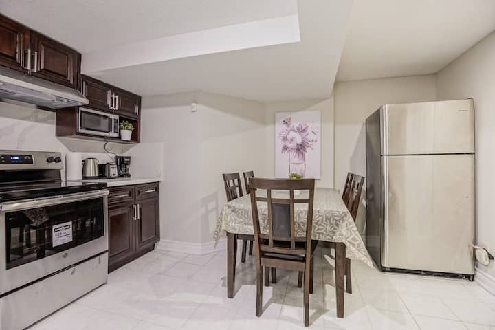Lovely and Cozy 3 Beds Basement Apartment