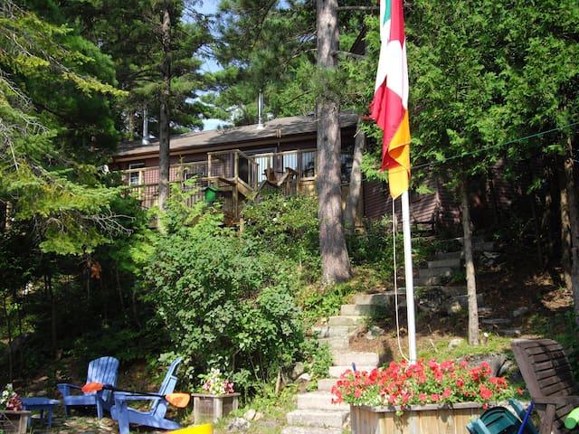 Gillies Lake Cottage - Lanark - Houten huisje