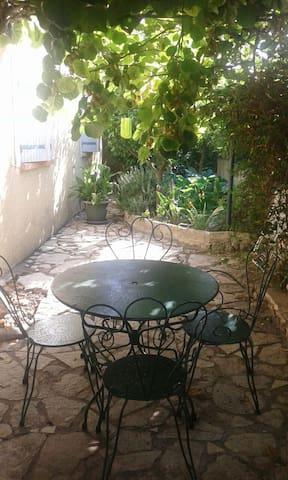 Appartement avec terrasse dans villa