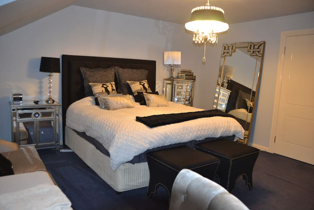 Paris Boudoir with all the luxuries.  42 sqm Private Room with a King Size Hotel Style bed.