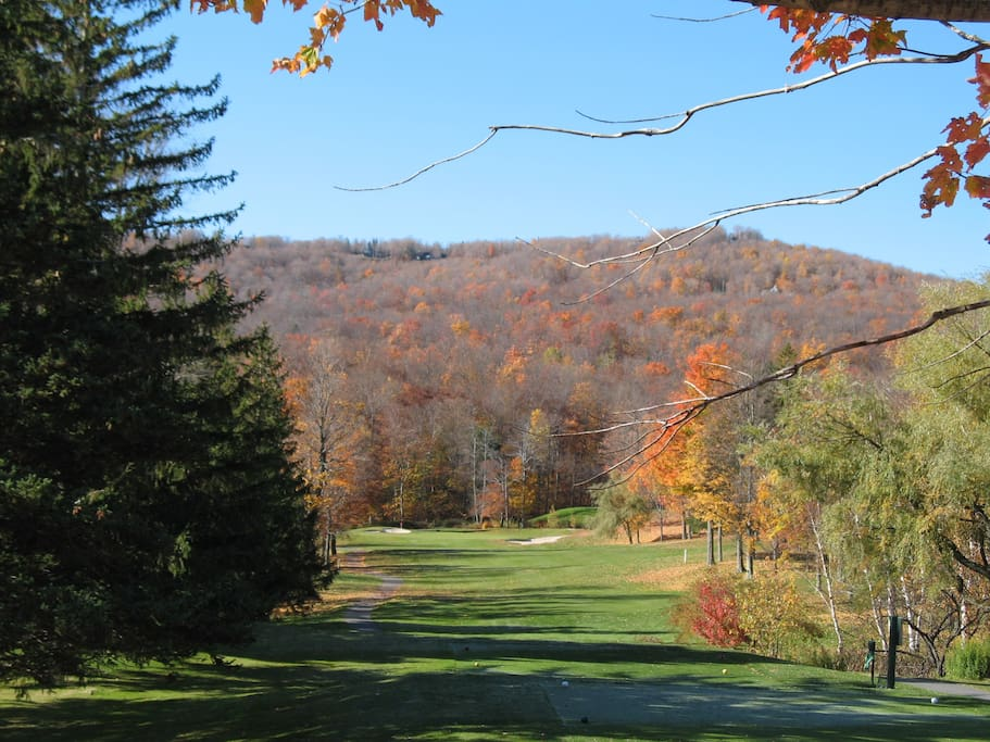 Picture perfect golf just a mile down the road