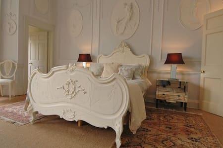 Royal Crescent Garden Apartment
