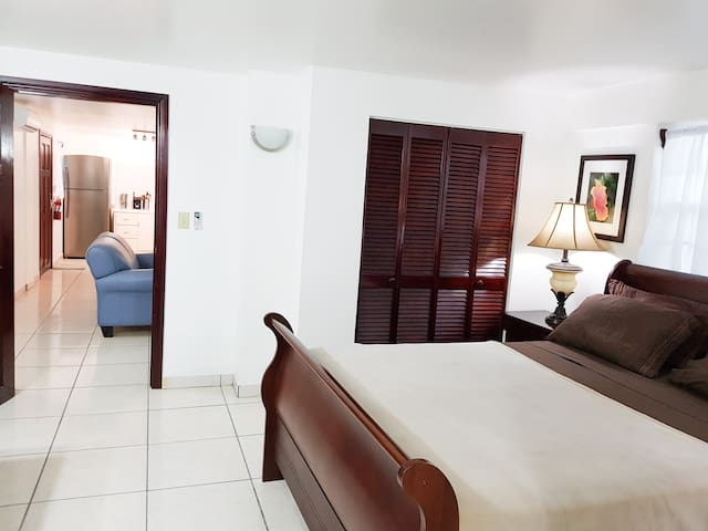 Courtyard Deluxe Suite @ Harbour View Apartments