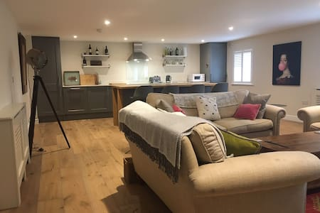 Large split level flat in the heart of Tetbury