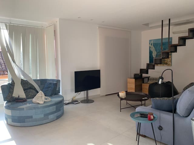 Luxurious Apartment Monrroix 1 with Balcony, Air Conditioning & Wi-Fi; Street Parking Available