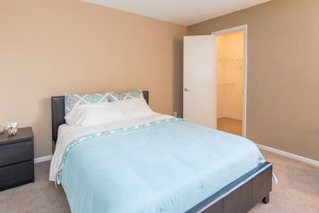 Cozy bedroom with private bathroom - Orlando - Daire