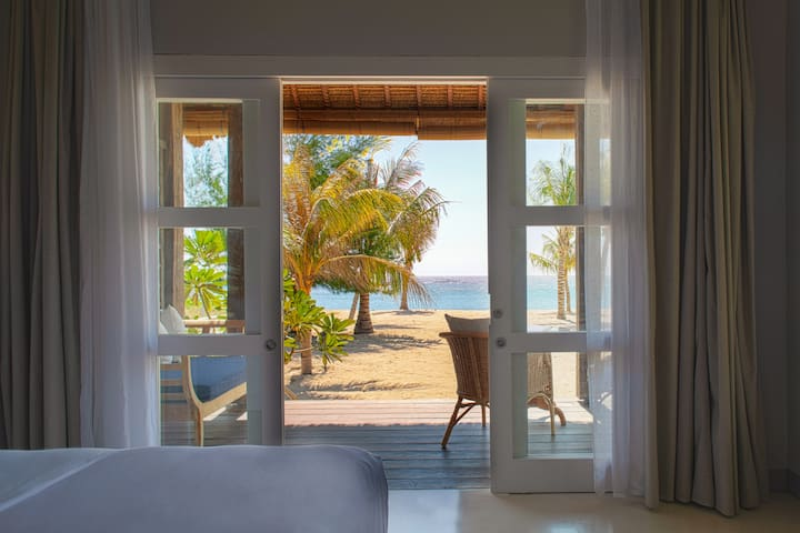 Meno House - Deluxe Beachfront Villa