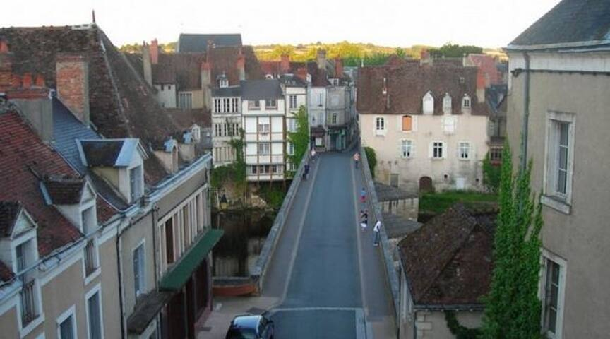 "River views, heart of the town: ""Emertine"" - Argenton-sur-Creuse - Huis"