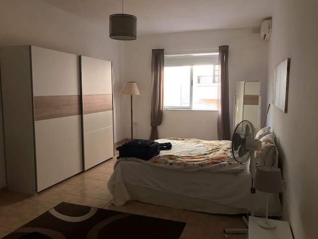 Spacious room, 30 m2 , in the Best  suprême area.
