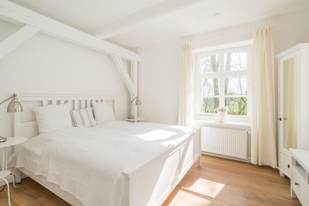Schlafzimmer mit Doppelbett (180 x 200)