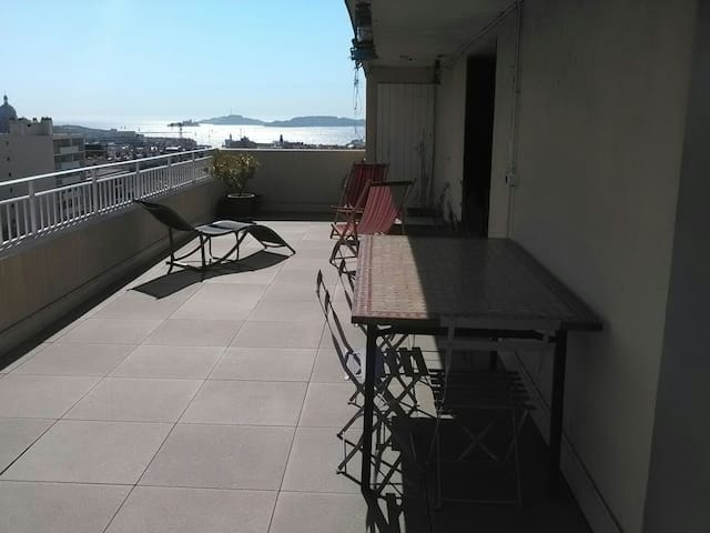 Joli studio avec grande terrasse et vue imprenable - Marsylia - Apartament