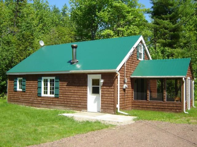 A quiet Cottage with a lot to offer. - Baie-Sainte-Anne - Cabane