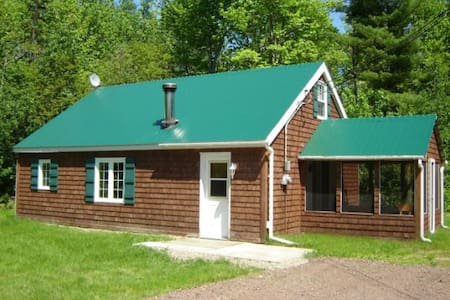 A quiet Cottage with a lot to offer. - Baie-Sainte-Anne