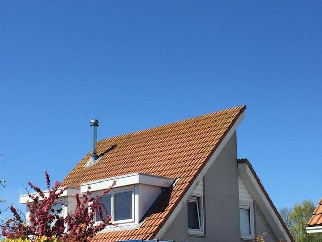 Komfortables großes Ferienhaus am Grevelinger Meer - Scharendijke - Huis