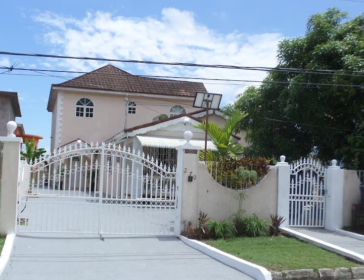 Leon's Luxury Montego bay Home