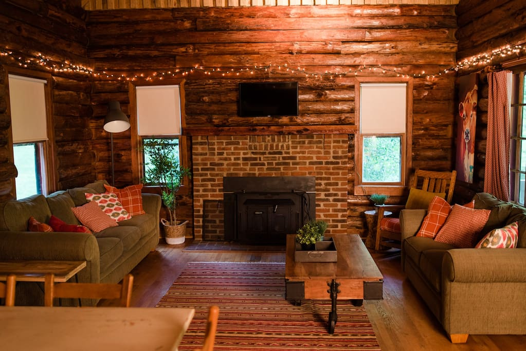 Cozy hangout space to relax in the country!