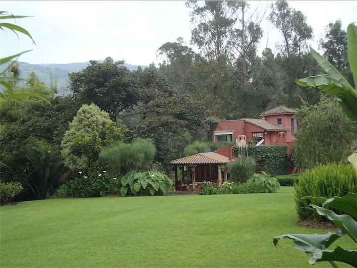 Cachafaz de Alanga: agua y jardín en Los Chillos