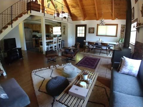 Guest Room in Mountain Retreat/Cabin - Queen Bed