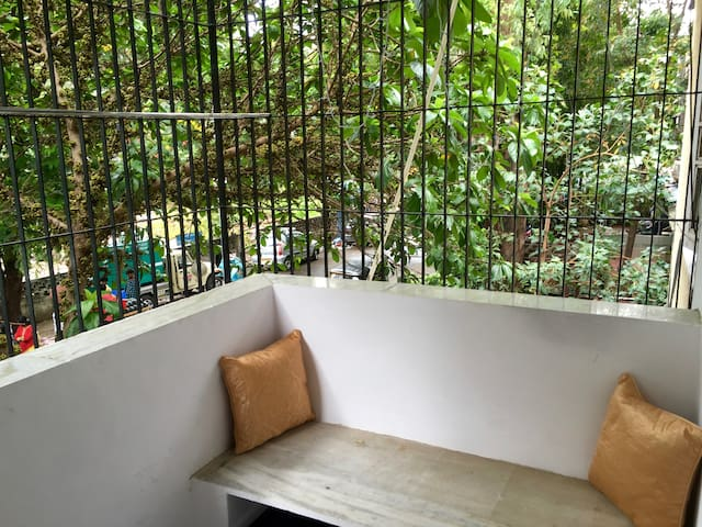 A beautiful private room in Bandra west (AC+WIFI) - Bombaim - Apartamento