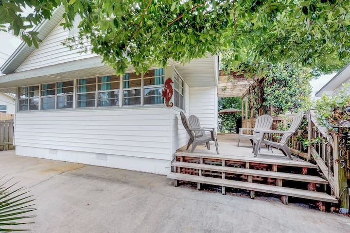 Cozy, dog-friendly cottage w/ large porch & private yard - 1 block to beach!