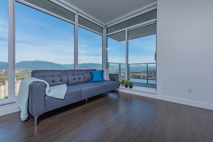 Metrotown 2bed +2bath condo with gorgeous  view.