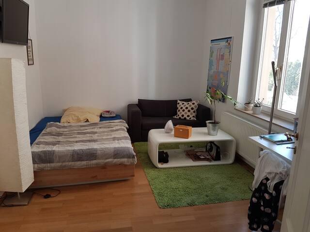 Schönes Zimmer mit eigenem Bad wartet auf dich