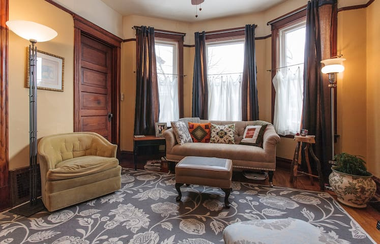Private Room at Storms Manor - Berwyn - House