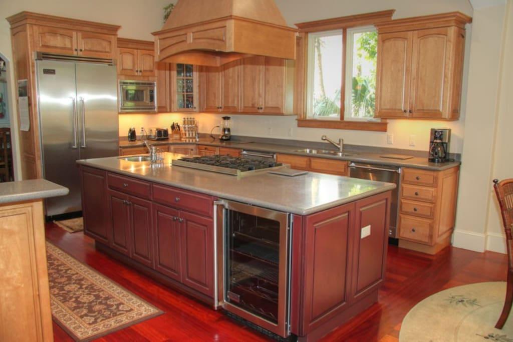 Gourmet Kitchen, Wolf and SubZero appliances, 2 dishwashers