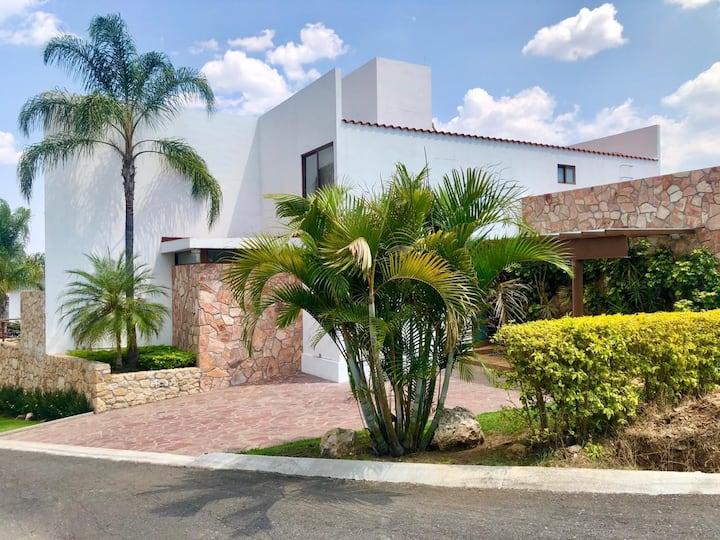 Casa Familiar con Alberca Privada en Gran Reserva