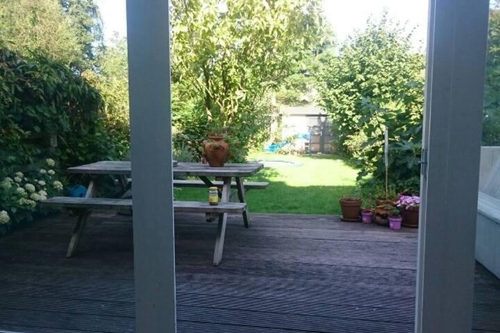 Kindvriendelijk huis met grote tuin nabij centrum - Leiden - Casa