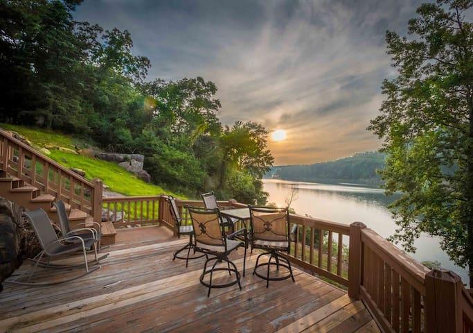 Wonderful lake house with amazing views