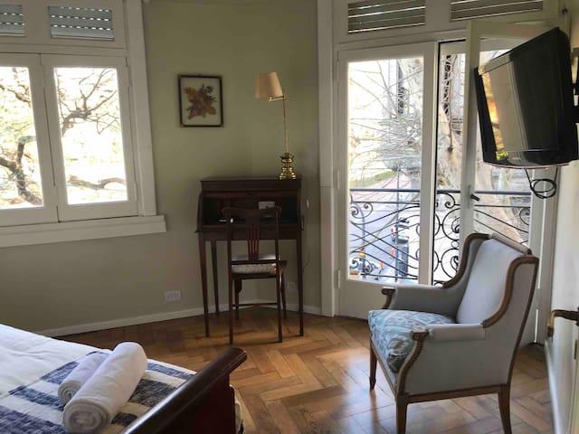 Luminosa habitación privada en Recoleta.