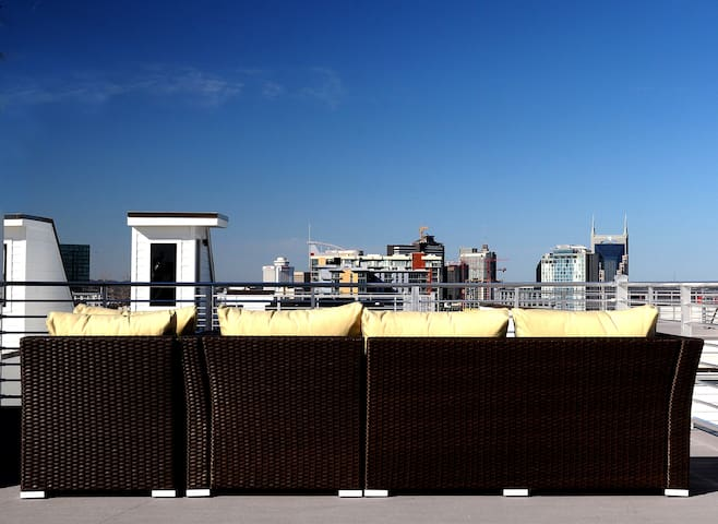 A beautiful view of the Nashville skyline from our rooftop deck