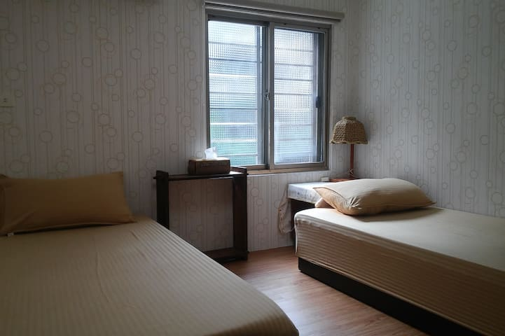流民棧 Bar&Bed(二人房 / twin bed room) - Yonghe District - Casa