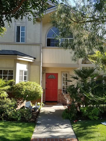Hummingbird Retreat close to Beach, LAX, & 405 - Redondo Beach - Townhouse