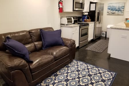 Private Entry Apartment, Quiet, and Great Location
