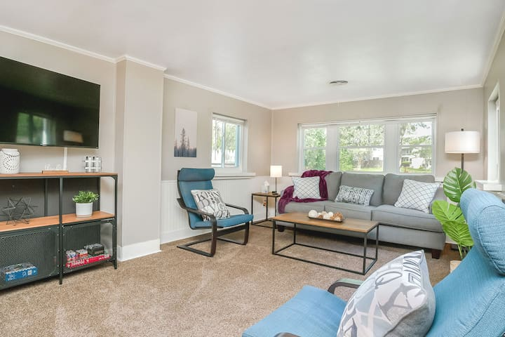 Your home away from home! Relax in our 2 bedroom, 1 bath home.
